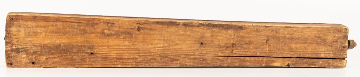 Kat.kort: Psalmodikon, med något kupig ovansida. Sträng av ståltråd, sönder.