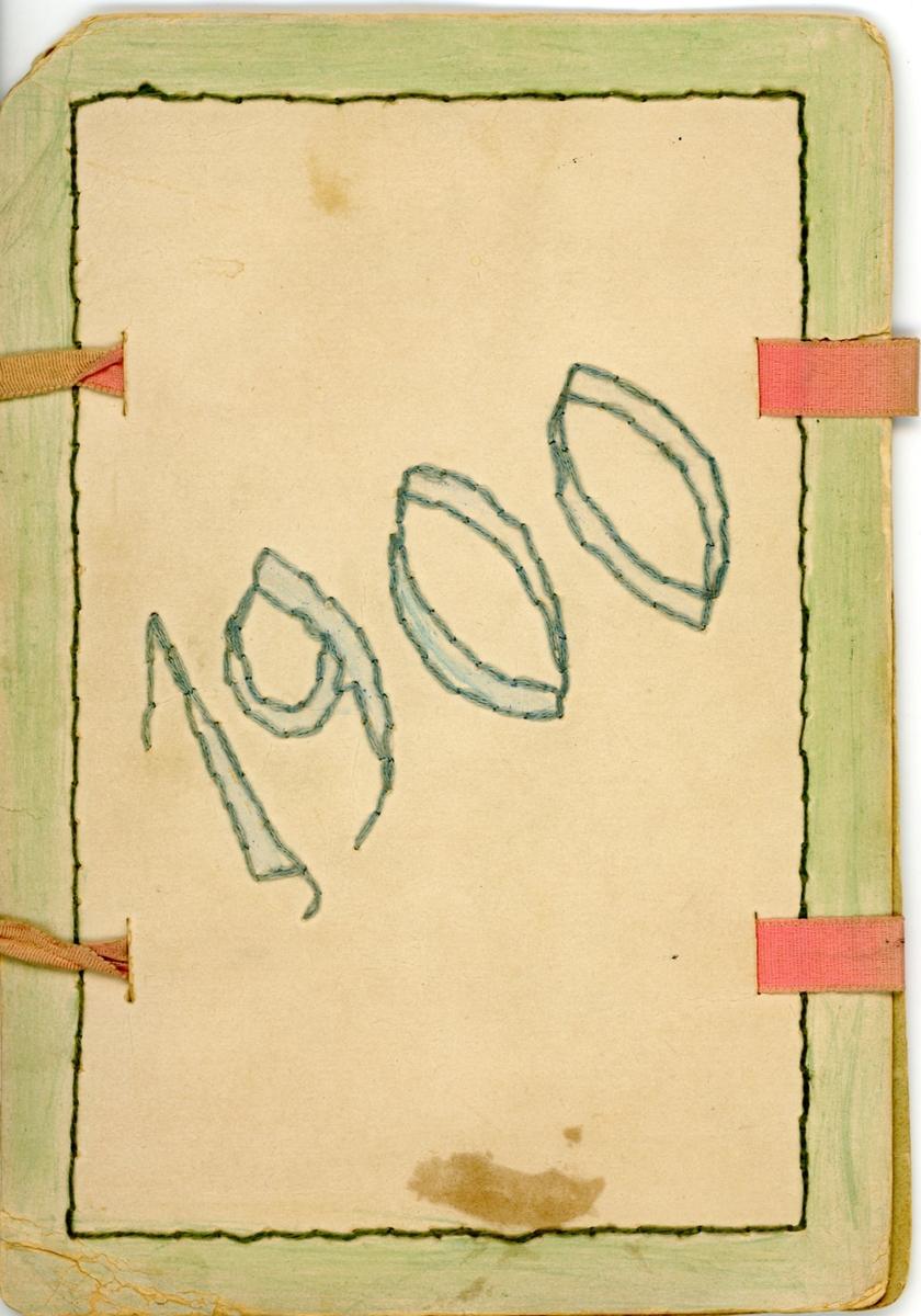 Mapp i papper med ärglagda-och broderade blommor. Årtalet 1900 broderat och färglagt på baksidan. Går att försluta med hjälp av rosa band. Hittades i en brevbunt och innehåller framförallt brev till Ester Hammarstedt.