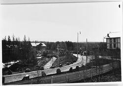Raufoss sentrum ca. 1908. Bildet viser 17.mai toget, trolig