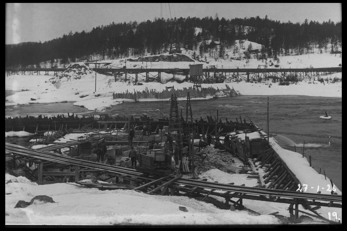 Arendal Fossekompani i begynnelsen av 1900-tallet CD merket 0470, Bilde: 70 Sted: Flaten Beskrivelse: Dammen under bygging, bunnluker m/fangdam