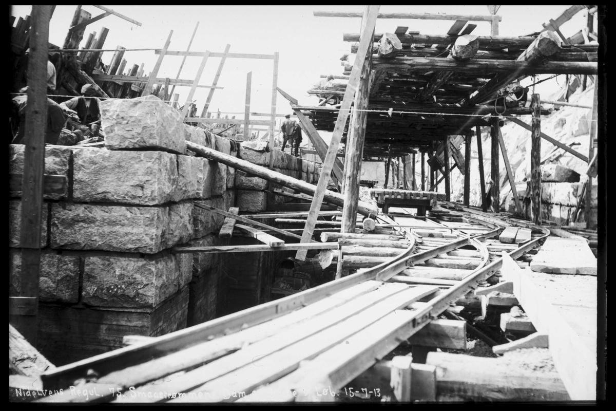 Arendal Fossekompani i begynnelsen av 1900-tallet CD merket 0565, Bilde: 63 Sted: Elva Beskrivelse: Regulering Småstraumen