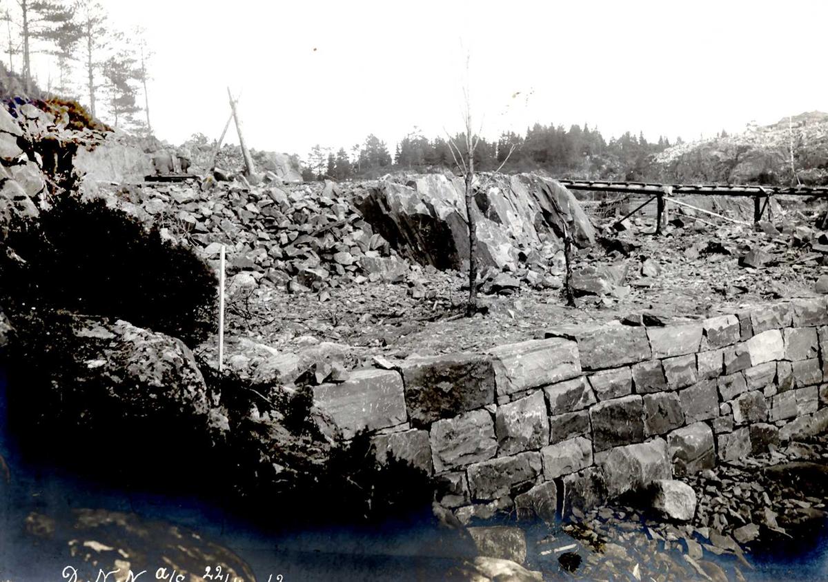 """""""22/04-1913"""" Nitriden. Forstøtningsmur i vannkanten ved Materiallageret."""