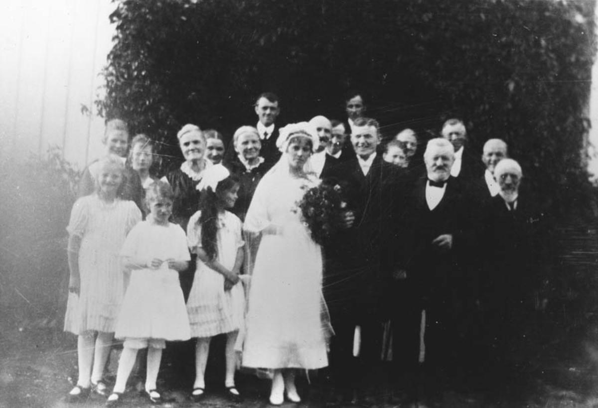 Fra bryllupet til Johan Ambjørnrud og Marie Skjønberg.
