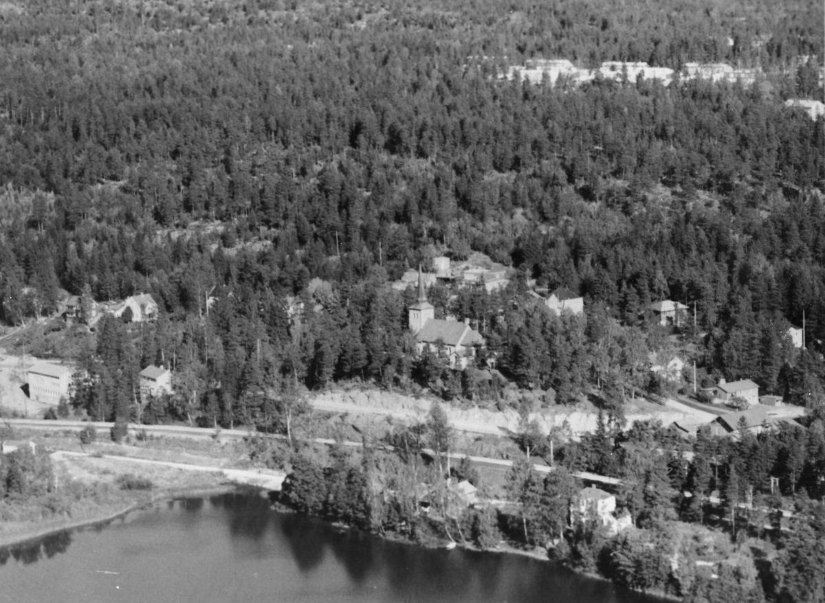 Kolbotnvannet og Kolbotn kirke.