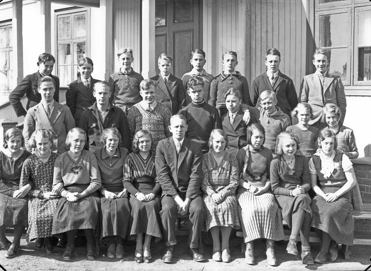 Otto Nordheim, framhaldsskolelærer på Råholt framhaldsskole. Bildet er mest sannsynlig tatt like før krigen. Bildet er da tatt på Tingvoll fordi skolen holdt til der fram til krigen.