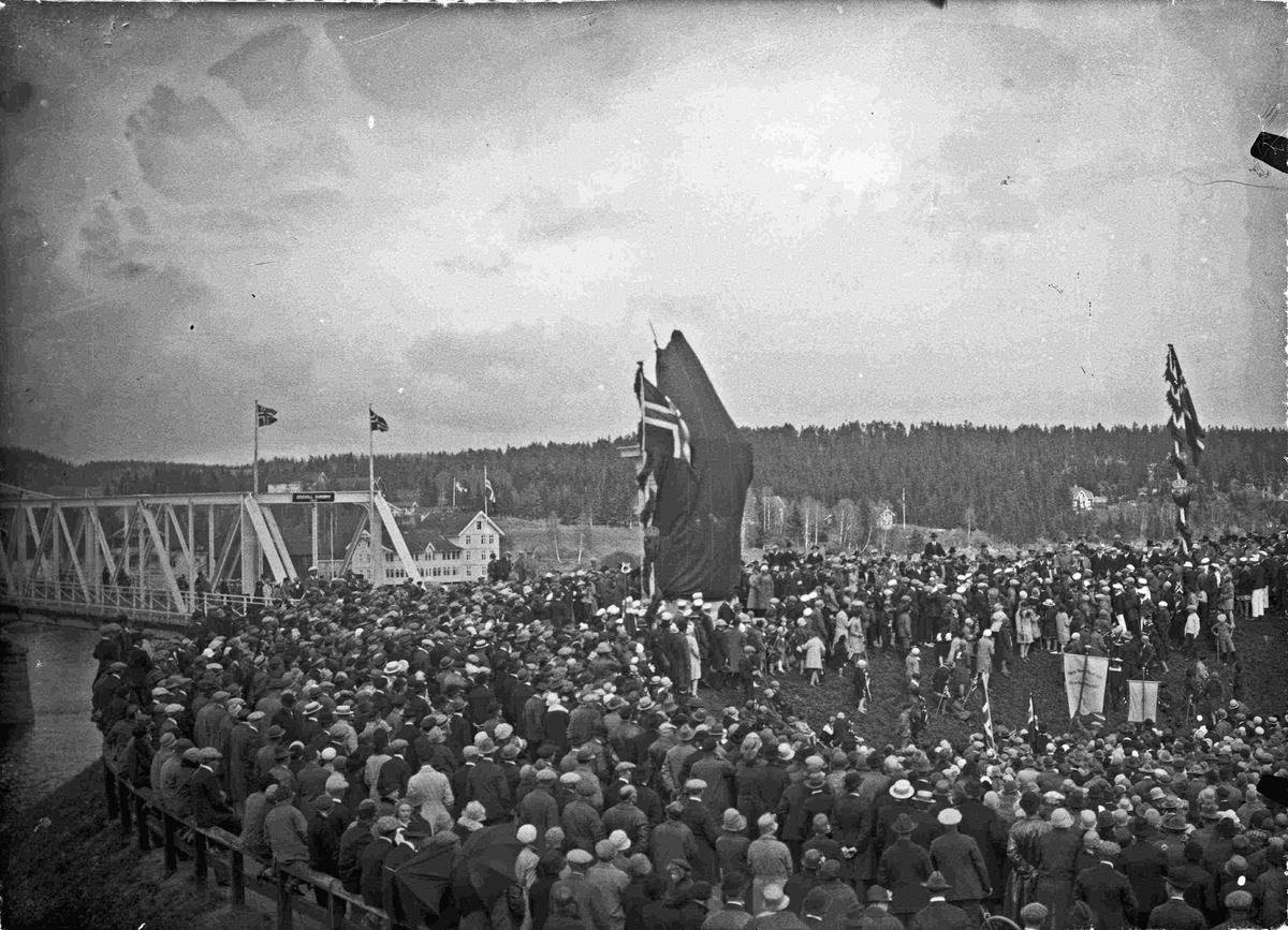 """Avdukingen av """"Den knelende soldat"""" 17. mai 1928"""