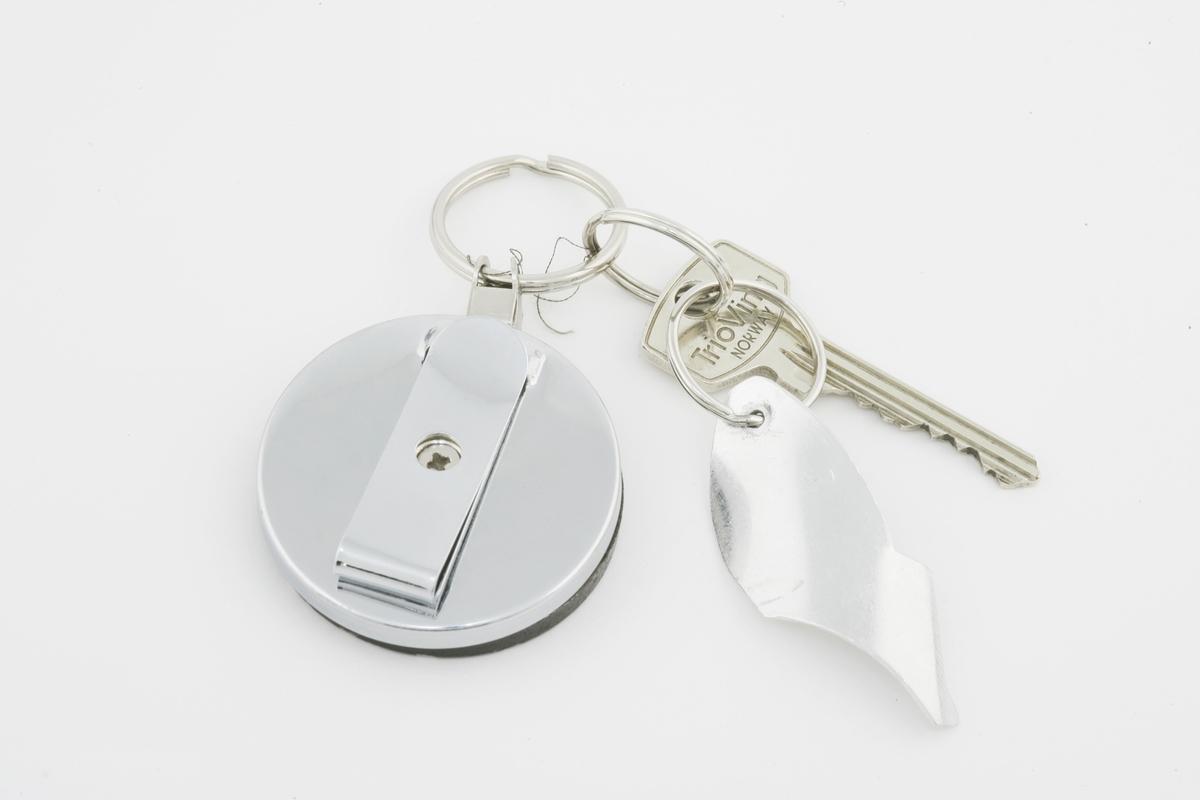 Vesker. Innhold i dameveske 3 - Nøkkel og nøkkelring. Studiobilde i forbindelse med samtidsdokumentasjonsprosjekt - Veskeprosjektet 2006