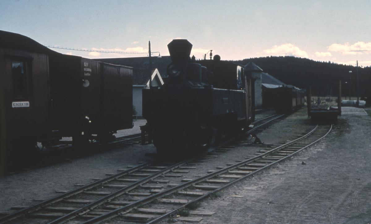 Skifting før togavgang for tog 2066 på Bjørkelangen stasjon.