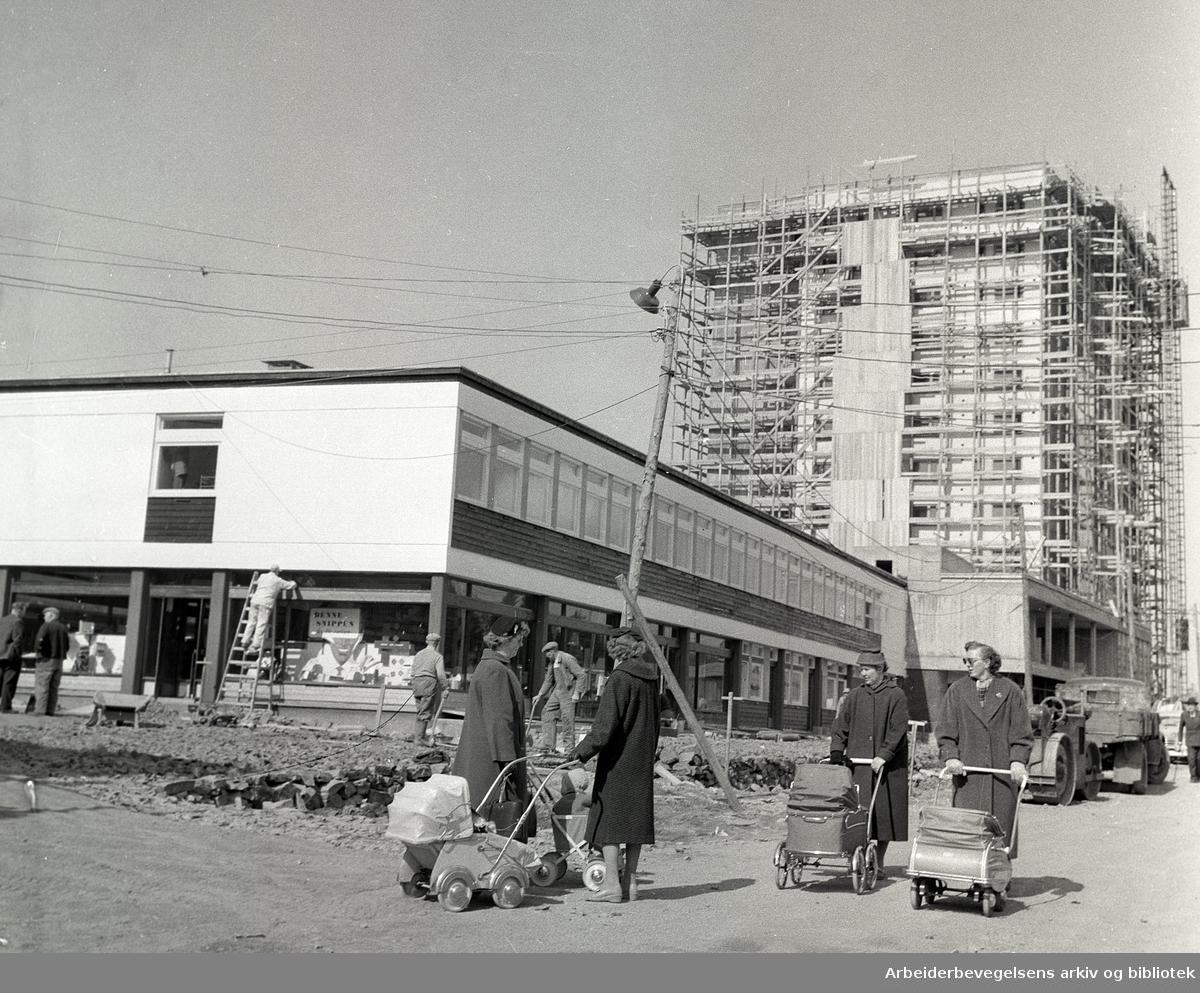 Lambertseter sentrum under bygging,.april 1958