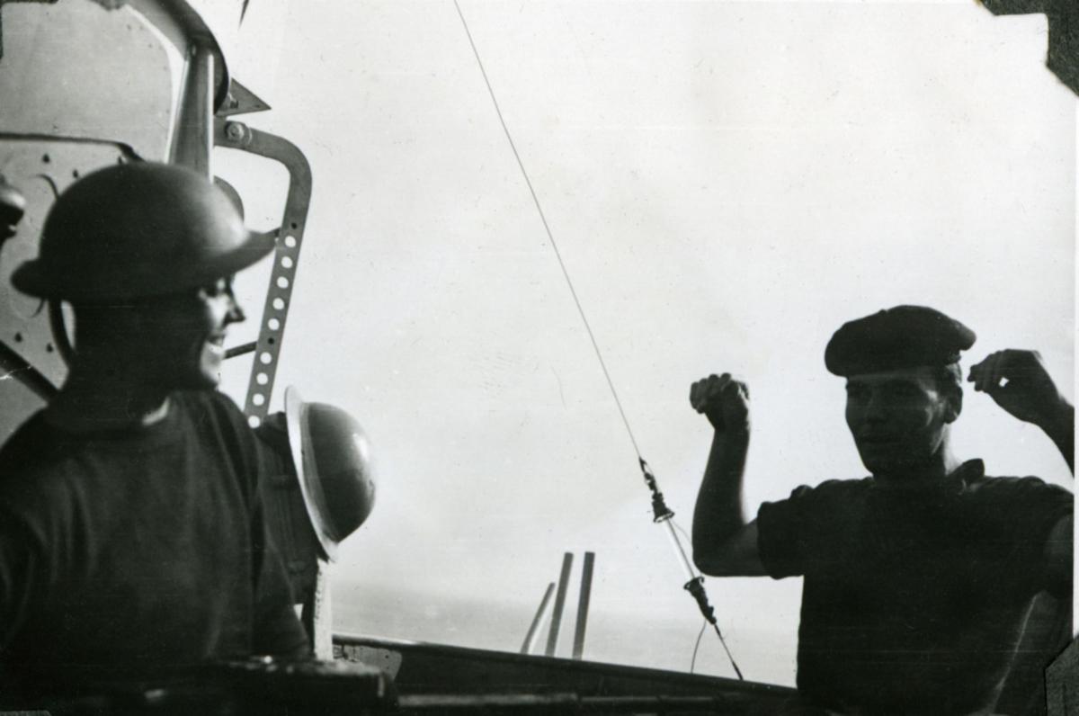 """Album Glaisdale H.Nor.M.S. """"Glaisdale"""". Fotograf: J.H.Anderson. En Britisk og en Norsk seiler."""