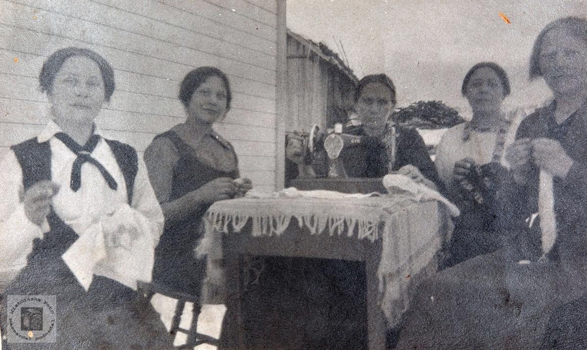 Unge kvinner fra Konsmo i Audnedal.