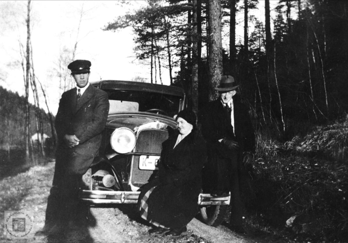 Foss, Homme og Skeibrok med bil. Bjelland.