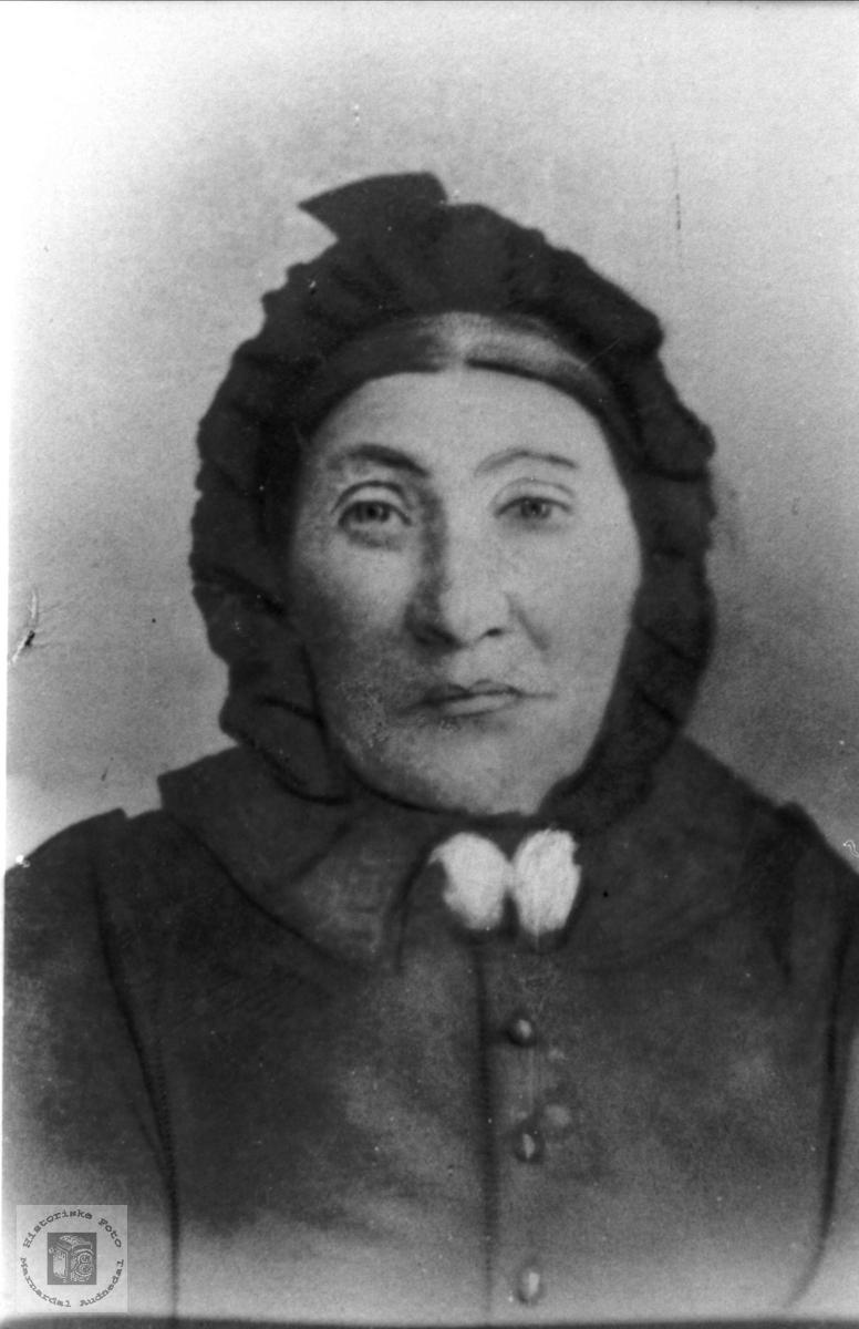 Portrett av Berta Abelset, gift Mjunåsen, Laudal.