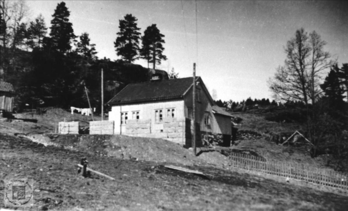 Hus på Tjomsland i Laudal.