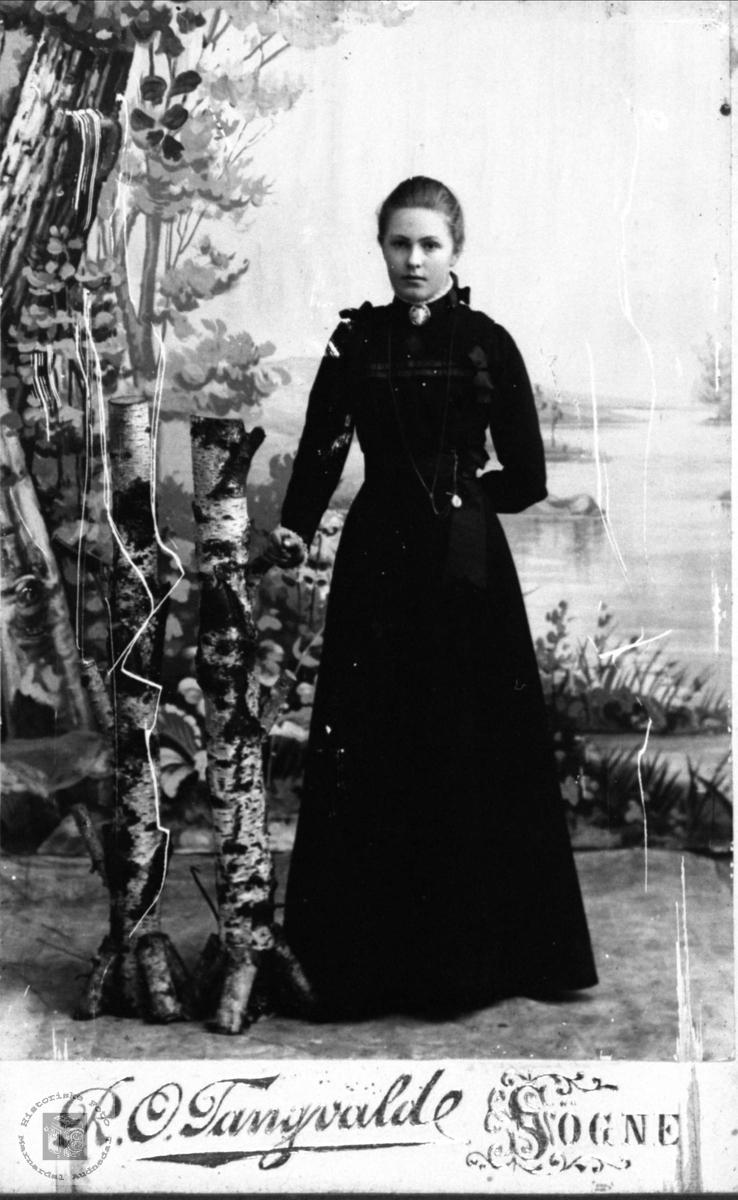 Konfirmanten Anna Heddeland, Øyslebø.