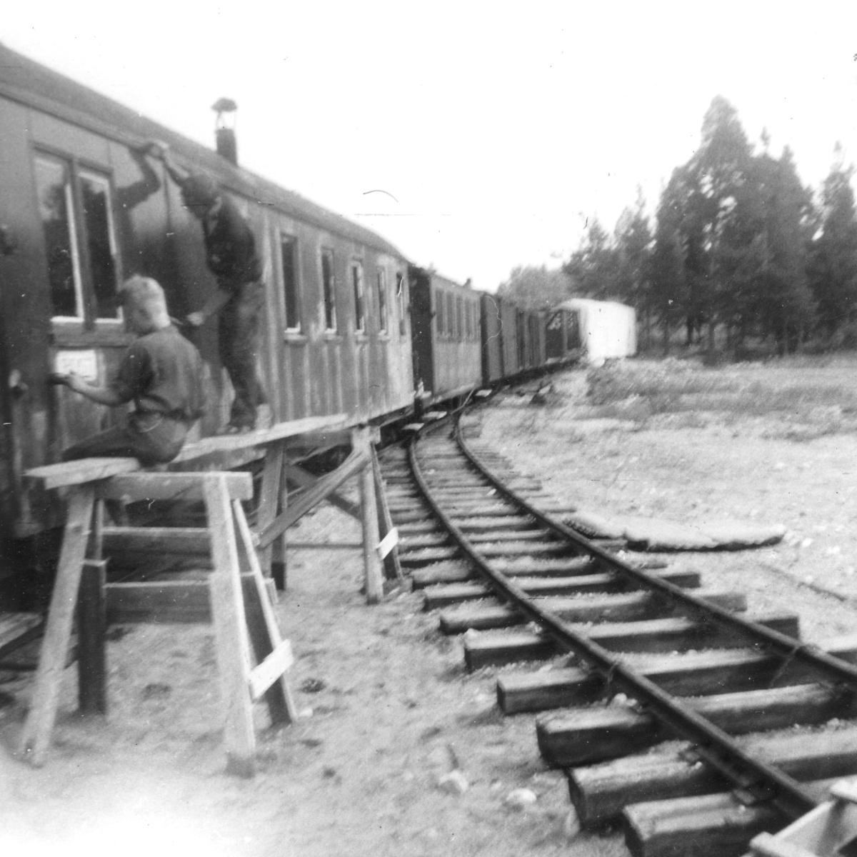 Personvogn BCo3 under oppussing på Sørumsand verksteds område.