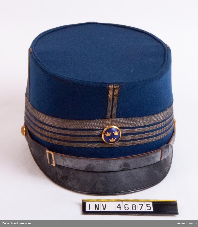 Grupp C I. Mössa m/1865 för officer med överstes gradbeteckning. Mössan märkt G.S.