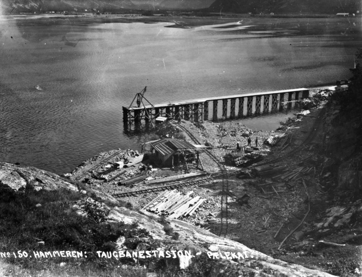 Anlegg av Aurabanens sidelinje Tredal-Krogshamn. Kaianlegg for dyptgående skip er under bygging.