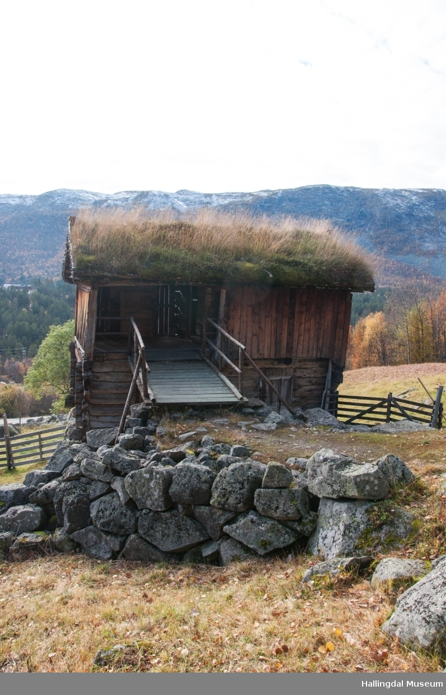 Stallar med fortrev i øvre Døkki, Dokken gård i Sudndalen