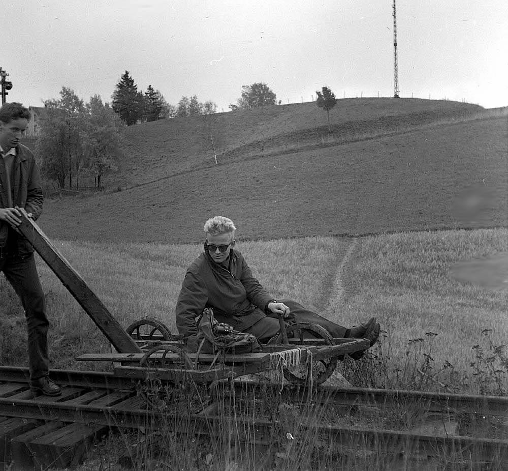 Lars Helge Frivold og Ulf Berntsen på dressintur på nedlagte Urskog-Hølandsbanen.