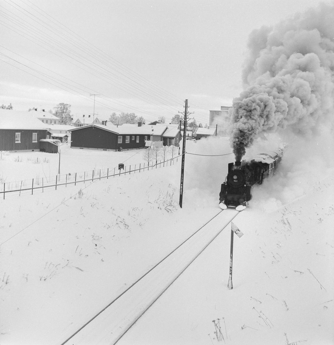 Godstog på Solørbanen trukket av damplokomotiv 26c nr, 433.