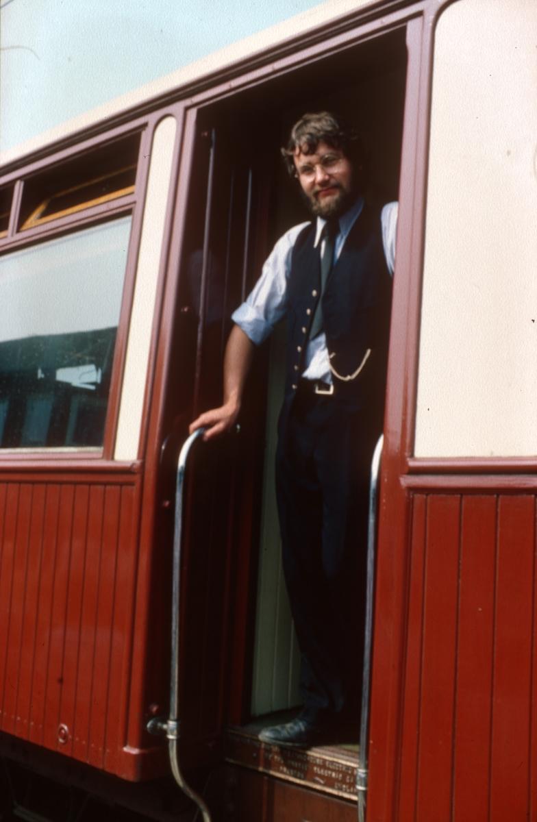 Thamshavnbanens kongevogn på prøvetur. Fører er Morten Tranøy.