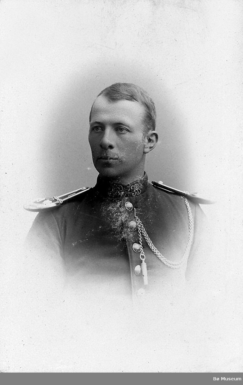 Mann, portrett, uniform. Truleg Ole Hellekson Roheim