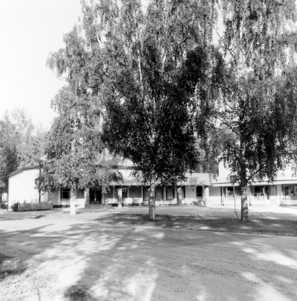 """Någonstans i Värmland - från slutet av 1950-talet. Kommentar från en användare: """"Centrum i Uddeholm""""."""