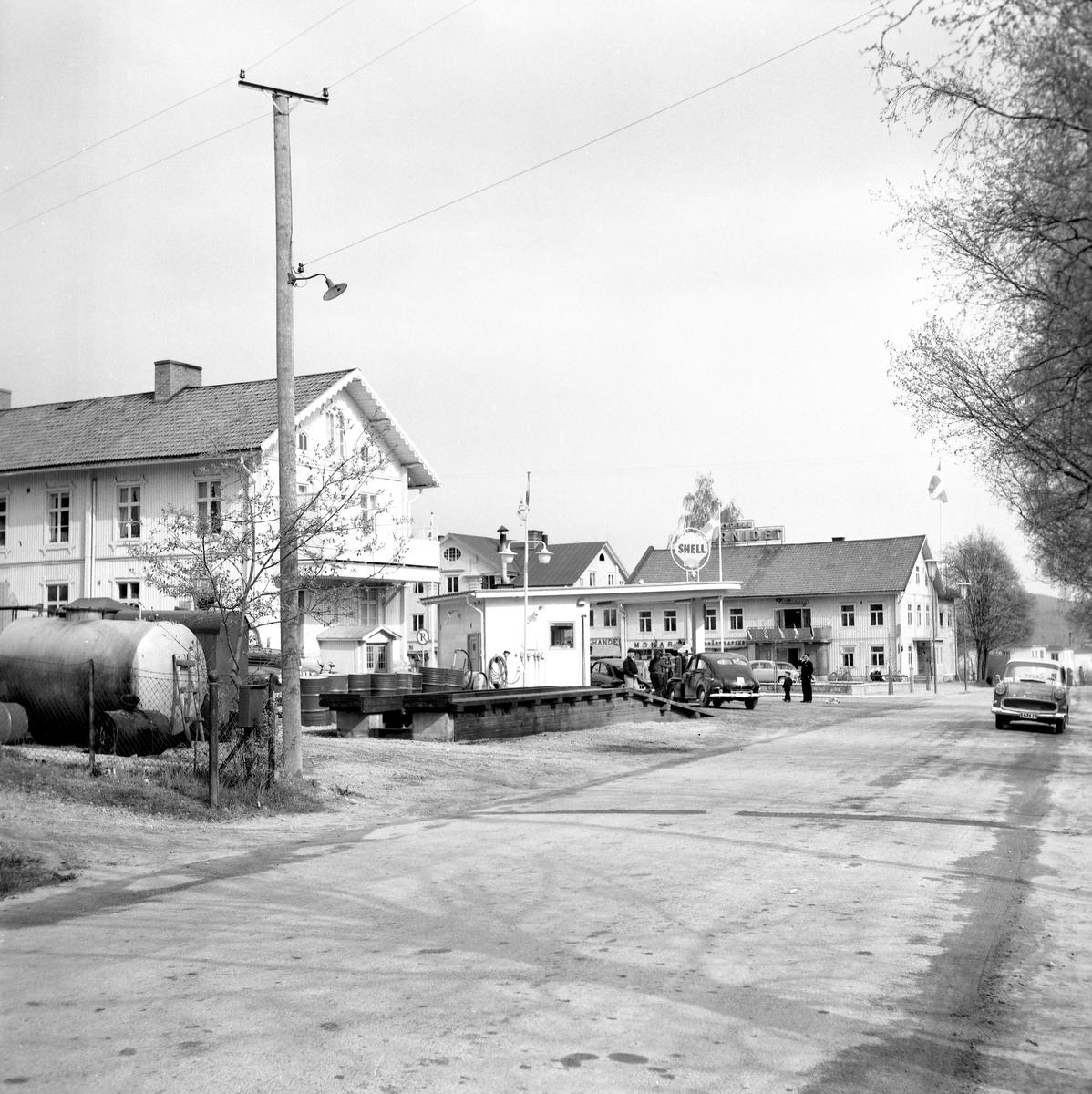Någonstans i Värmland - från slutet av 1950-talet. Bilden tagen i Munkfors med kyrkan mitt i bild.