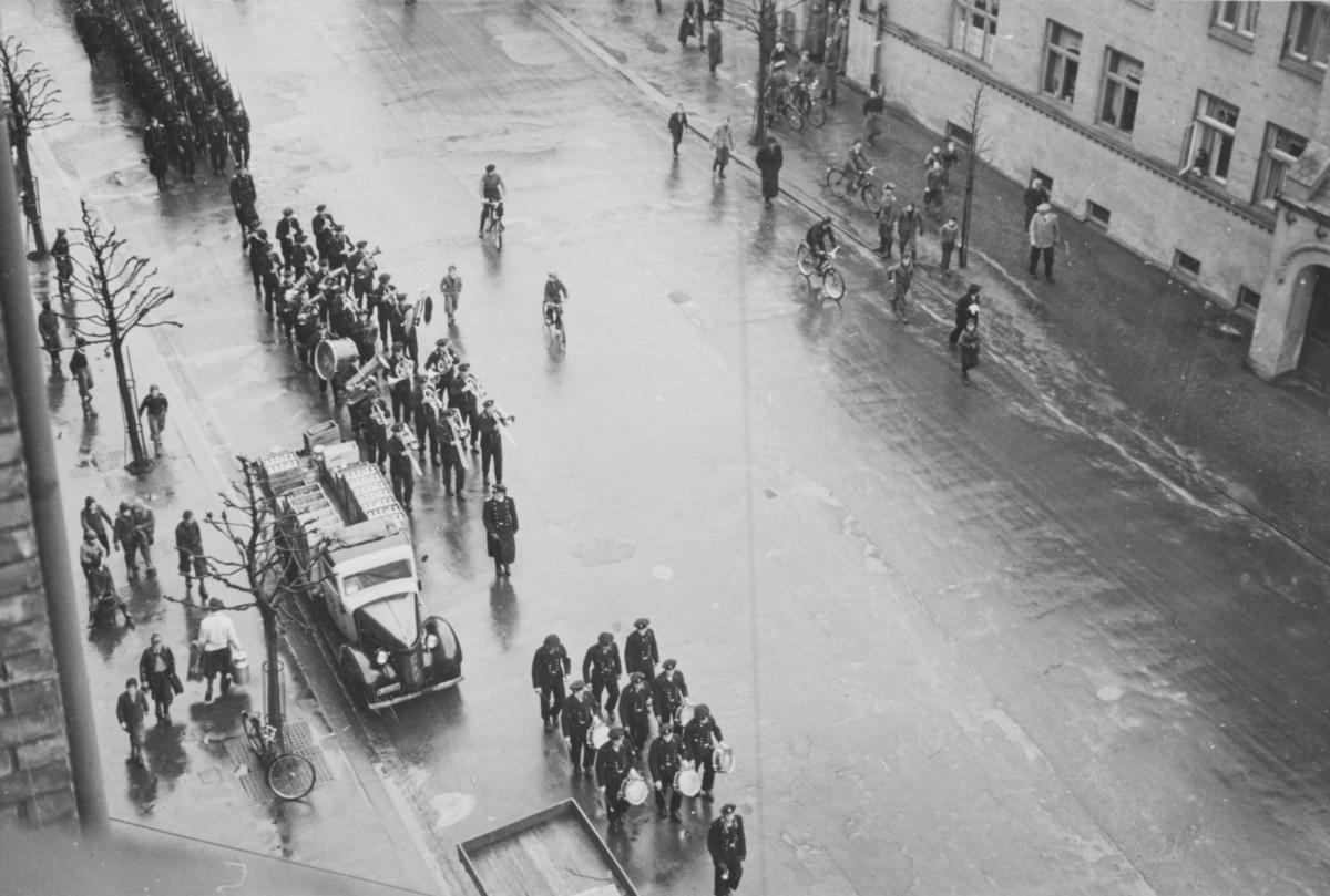 Kriegsmarine i Bogstadveien på vei til Vestre Gravlund for å begrave omkomne soldater.