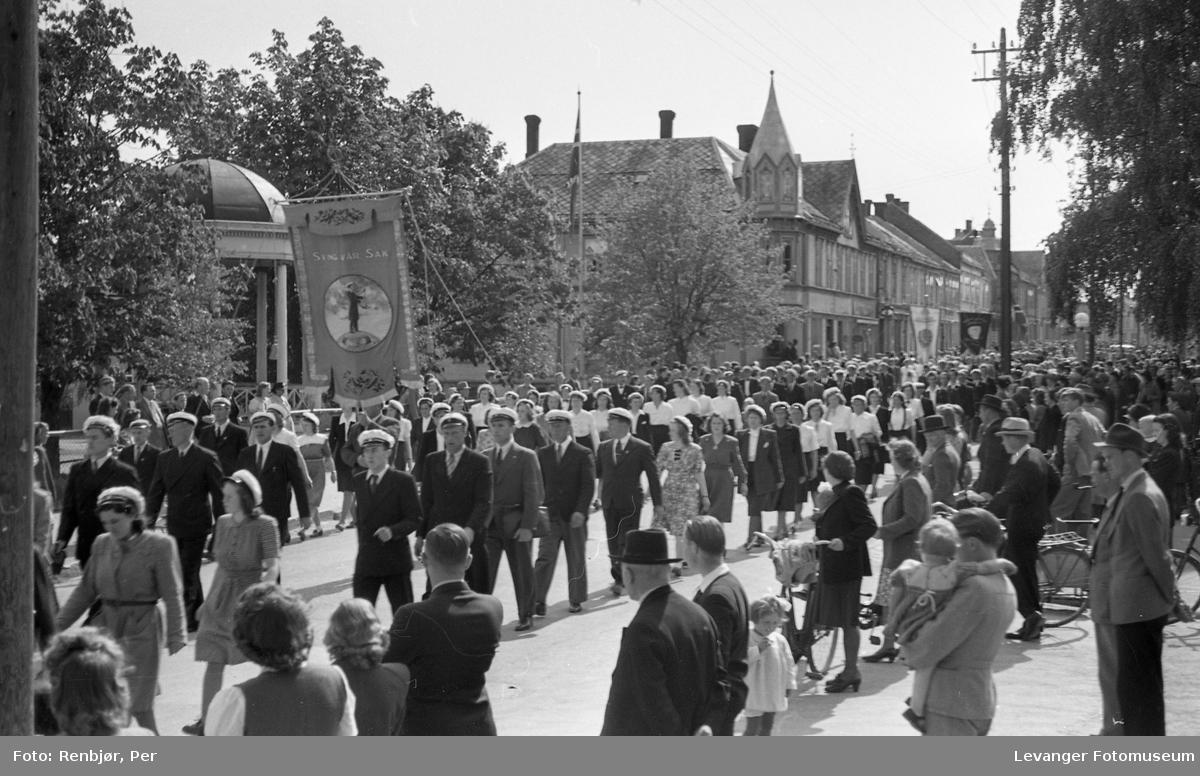 Sangens dag, Levanger foran paviljongen.