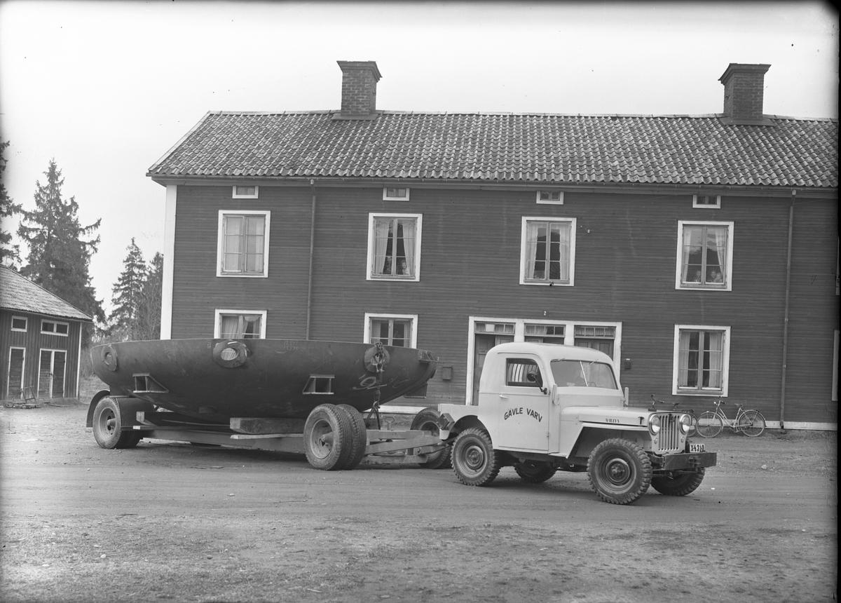 Gävle Varv anlades 1873. Efter en konkurs 1921 bildades Gefle Varfvs och Verkstads Nya AB, som bland annat tillverkade oljecisterner och utrustningar till pappersmassefabriker. På 1940-talet återupptogs skeppsbyggeriet.