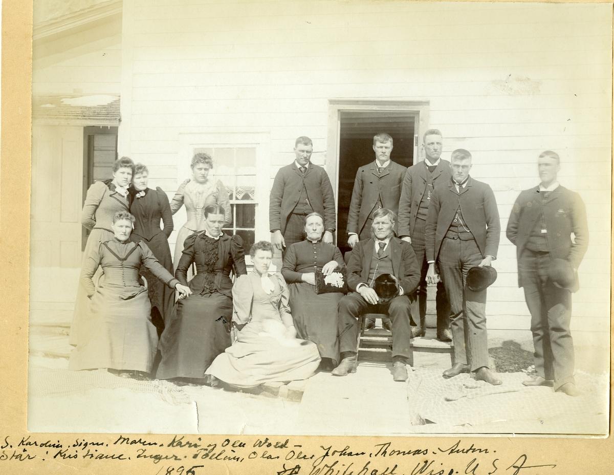Kari og Ola Wold med familie. Whitehall, Wisconsin i 1895