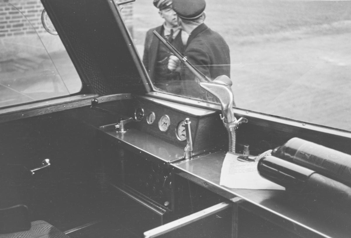 Prøvekjøring av NSBs motorvogn Cmb type 16 nr. 18246 Strømmen-Jessheim. Fra lokomotivførerens arbeidsplass.