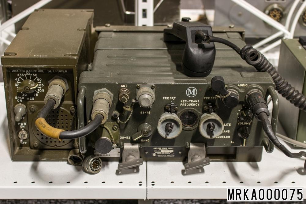Ursprungsbenämninf: Sändtagare 146 A Ursprungsbeteckning: TADIR-9095001  Allmänt: Stationen består av sändtagare med batterienhet, antenn och handmikrotelefon. Strömförsörjningen skedde från uppladdningsbara batterier eller från kraftaggregat. För batterierna finns en speciell batteriladdare. Vid fordonsinstallation användes ett speciellt kraftaggregat med inbyggd högtalare och reglage för antennanpassning. Utförandet är i halvledarteknik.  Data: Frekvensområde: 30,0 – 75,95 MHz uppdelat på två band Band A: 30,0 – 52,95 MHz Band B: 53,0 – 75,95 MHz Kanalseparation: 25 kHz Sändareffekt: 1,5 – 4 W Modulationsslag: FM Transmissionstyp: Simplex, telefoni Kanalantal: 920 st Antenner: Marschantenn, normalantenn, fordonsantenn eller högantenn Räckvidd: Marschantenn: 7 km Normalantenn: 12 km Högantenn: 25 km Kraftförsörjning: Batterilåda eller från kraftaggregat