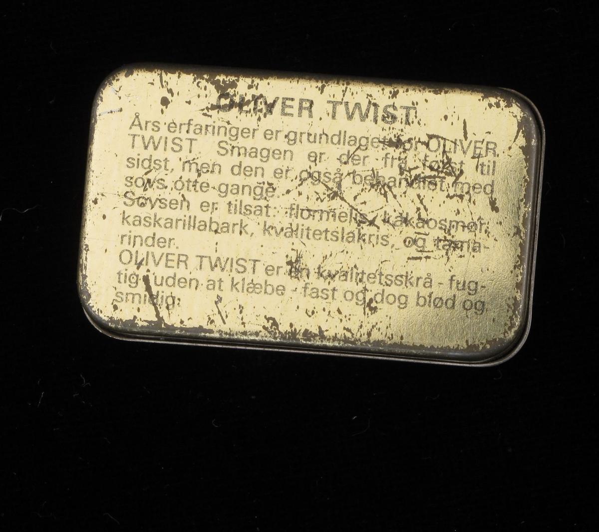 Liten metalleske til skråtobakk. Hvit, med varemerke og tekst på lokket, og tekst under bunnen.