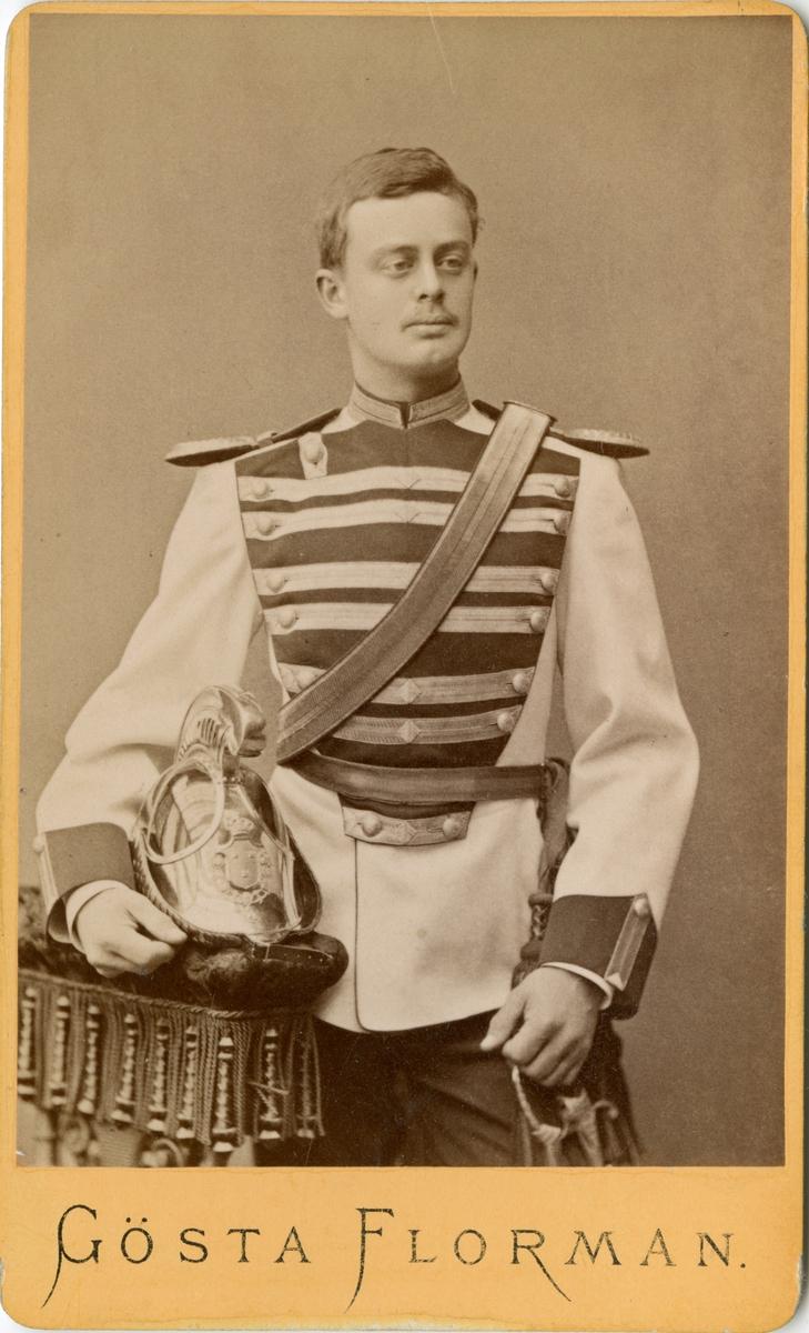 Porträtt av Axel Hansson Wachtmeister af Johannishus, löjtnant vid Livregementets dragonkår K 2.  Se även bild AMA.0002144 och AMA.0009863.