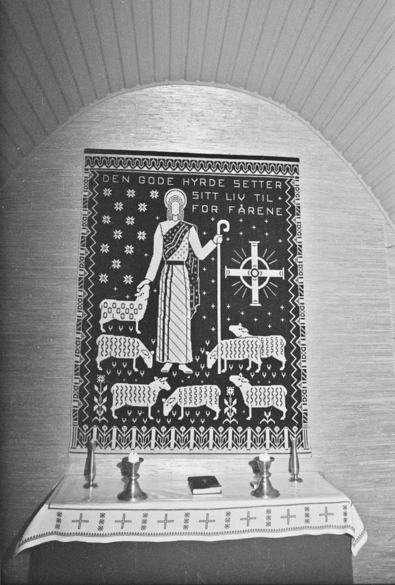 Bilder av Aurskog kapell (interiør og eksteriør). Aurskog kapell er gravkapellet ved Aurskog kirke. Kapellet ble oppført i 1964.