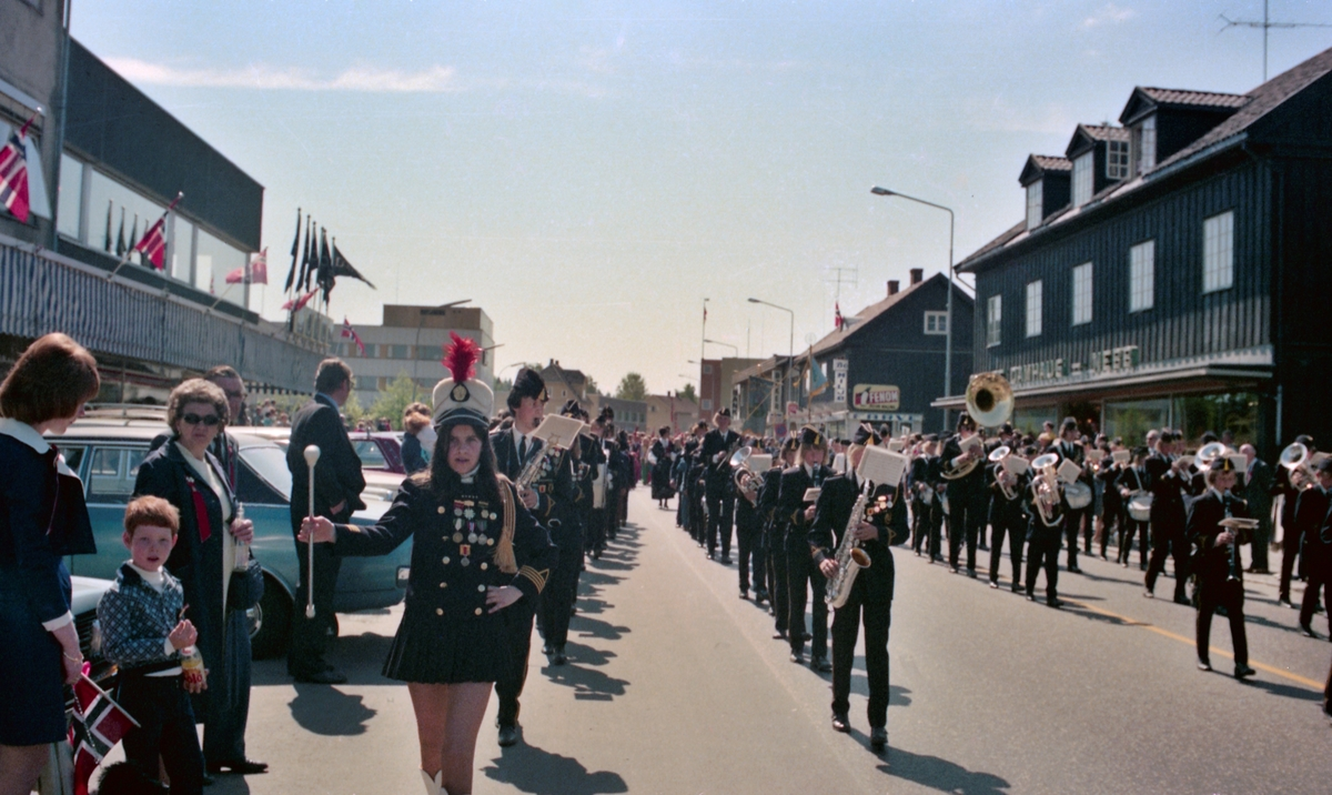 17.maitog, Strømmen, reportasjebilder