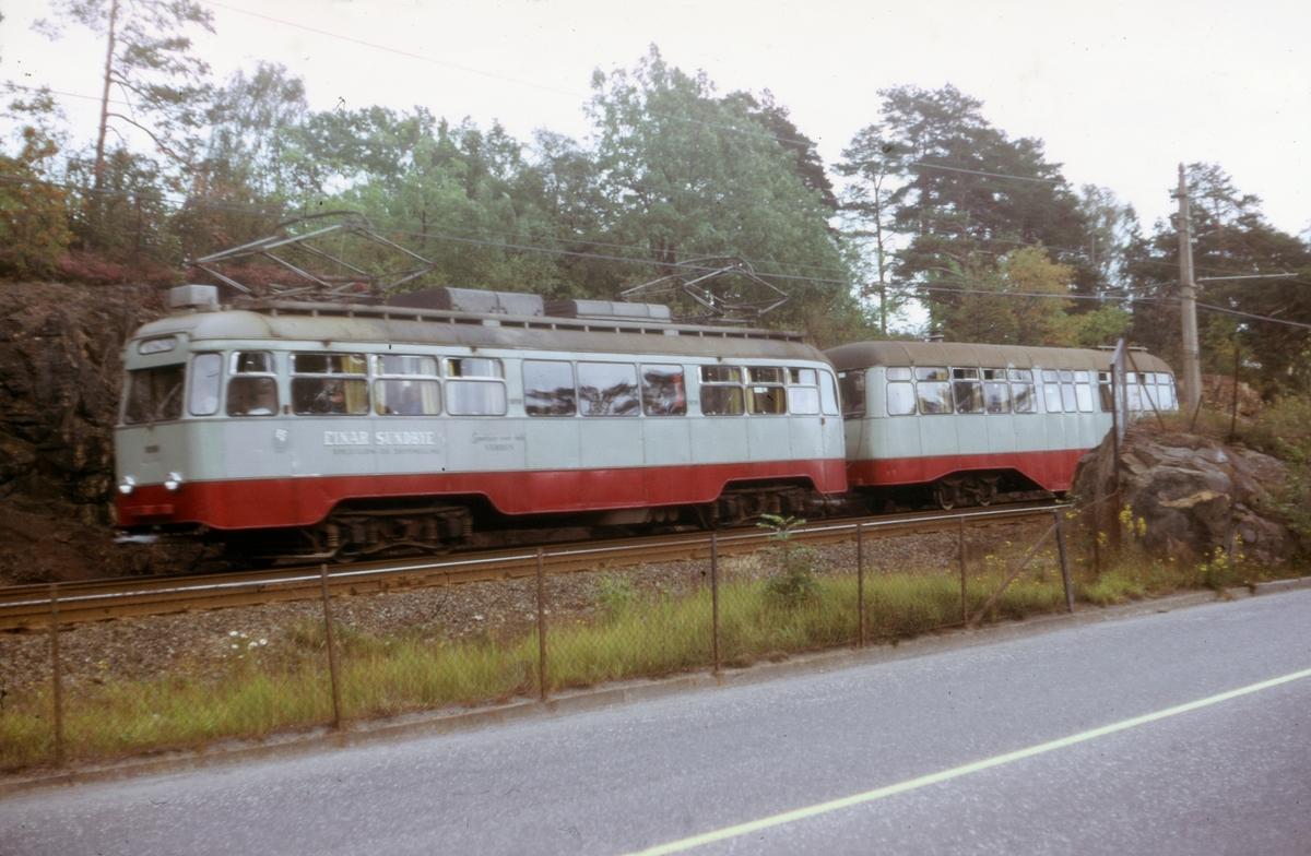 Ekebergbanens sporvogn 1010 med tilhenger ved Sjømannssskolen.