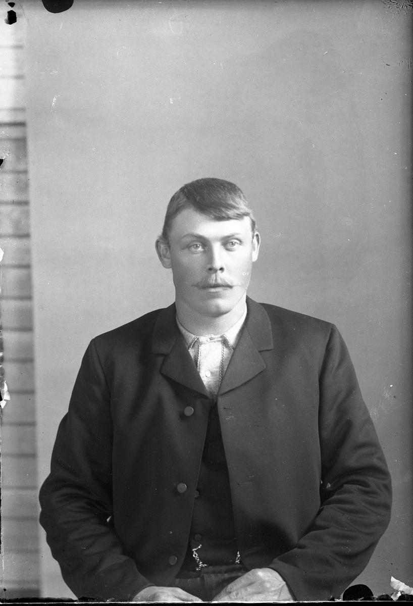 Portrett av mann - K. Karlsen