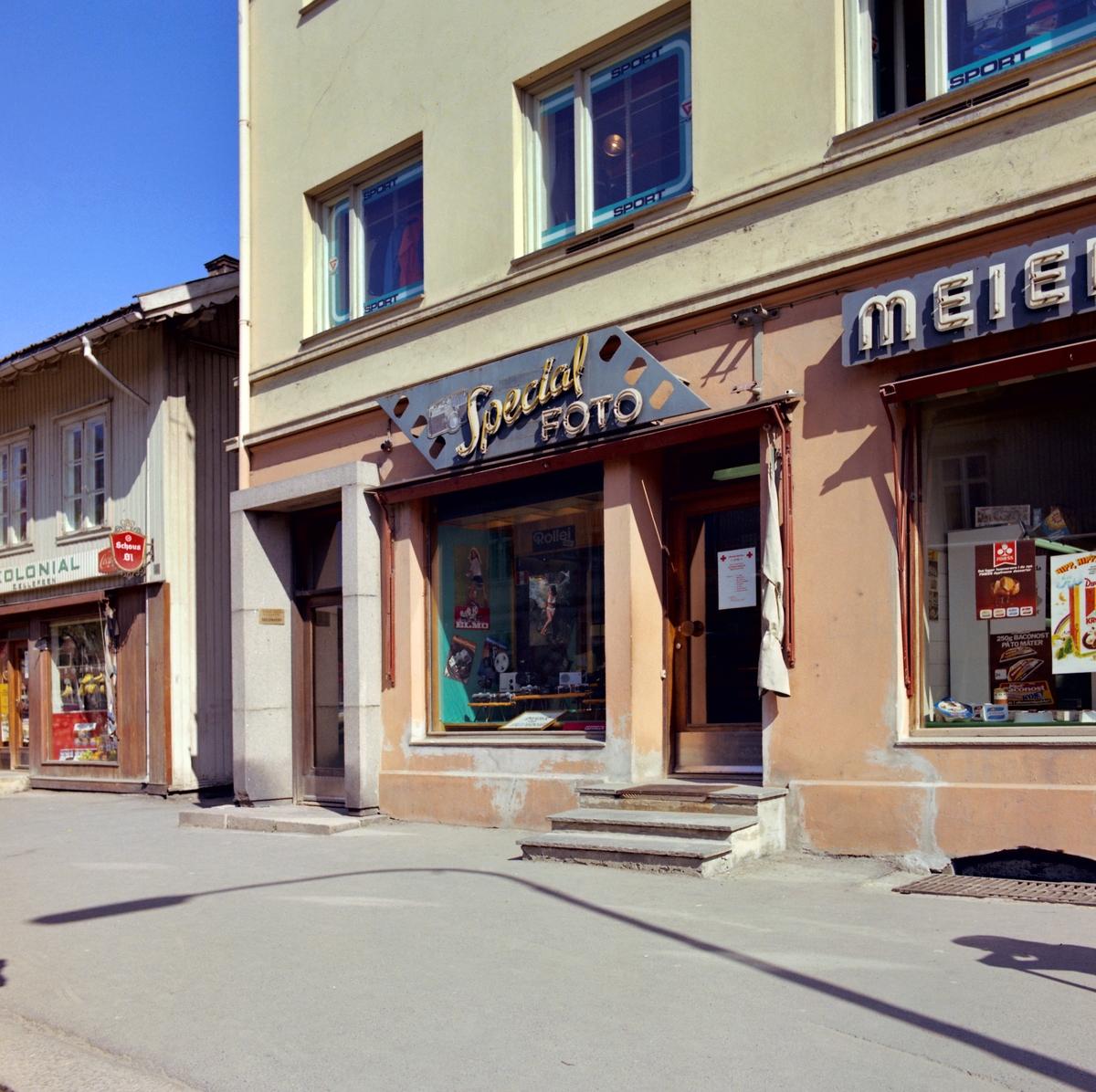 Fasader av  Romerike fotoforretninger og Torleiv Imbsen skobutikk