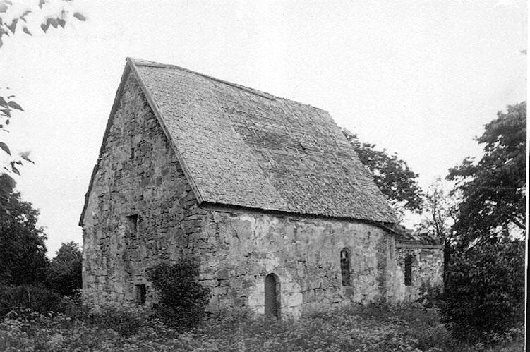 Fänneslunda gamla kyrka.
