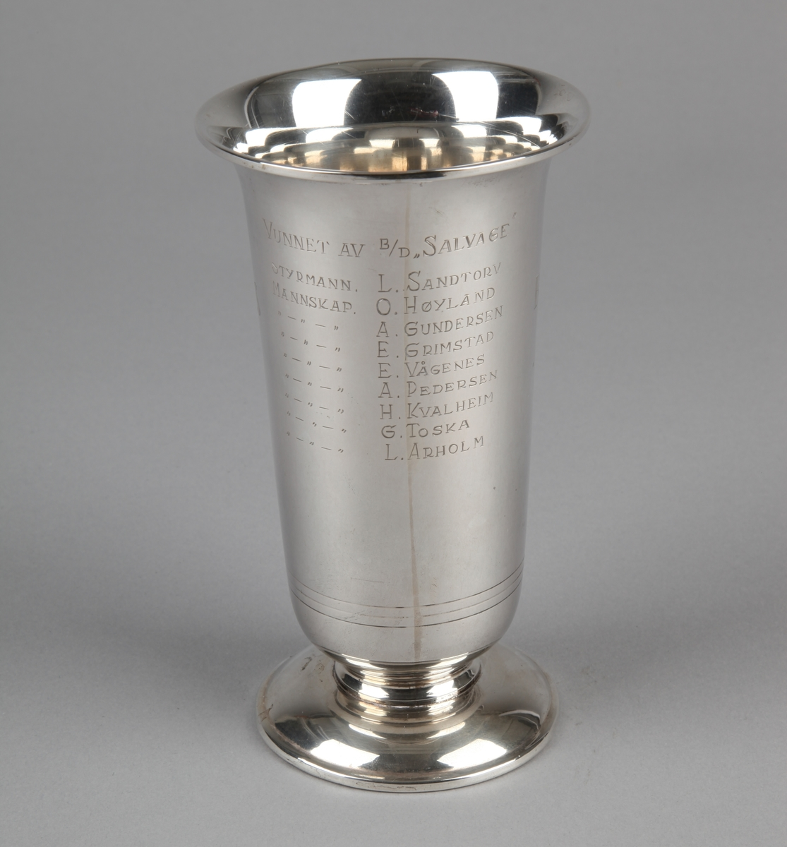 Sølvpokal fra Bergens Rederiforening gitt til bjergningsdamper SALVAGE i 1948.