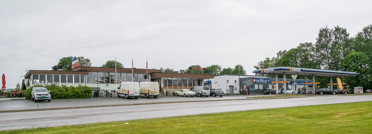 Statoil bensinstasjon med Nebbenes kafeteria Trondheimsvegen Eidsvoll verk Eidsvoll.