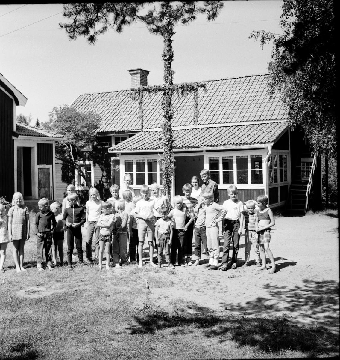 Trollbo, Kolonibarnen, Juni 1969