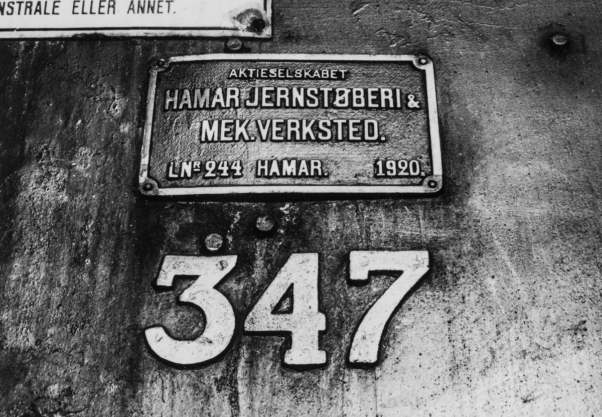 Damplokomotiv type 30b 347 på Eina stasjon.