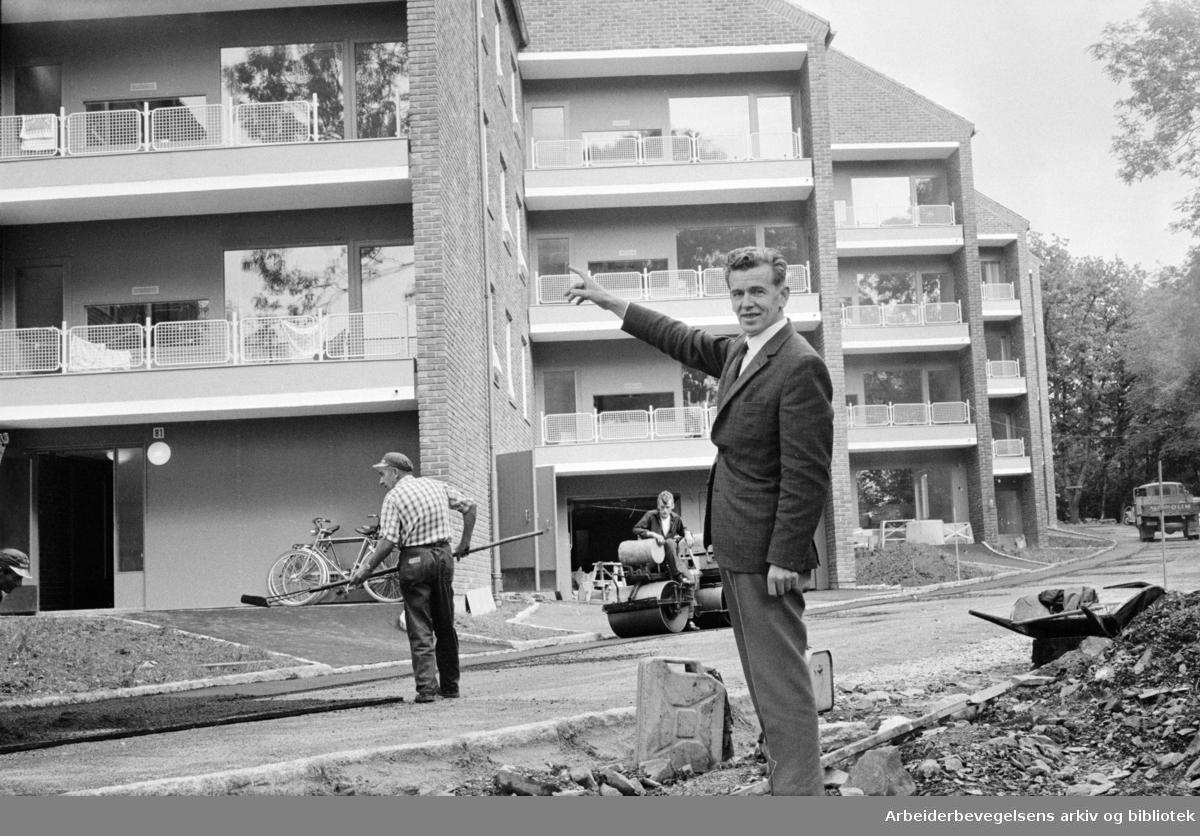 Sogn, Studentbyen. Nybygget er klart for innflytting og vil gi 179 studenter hybler, sier bestyreren for Studentbyen, Jon Erlien. September 1963