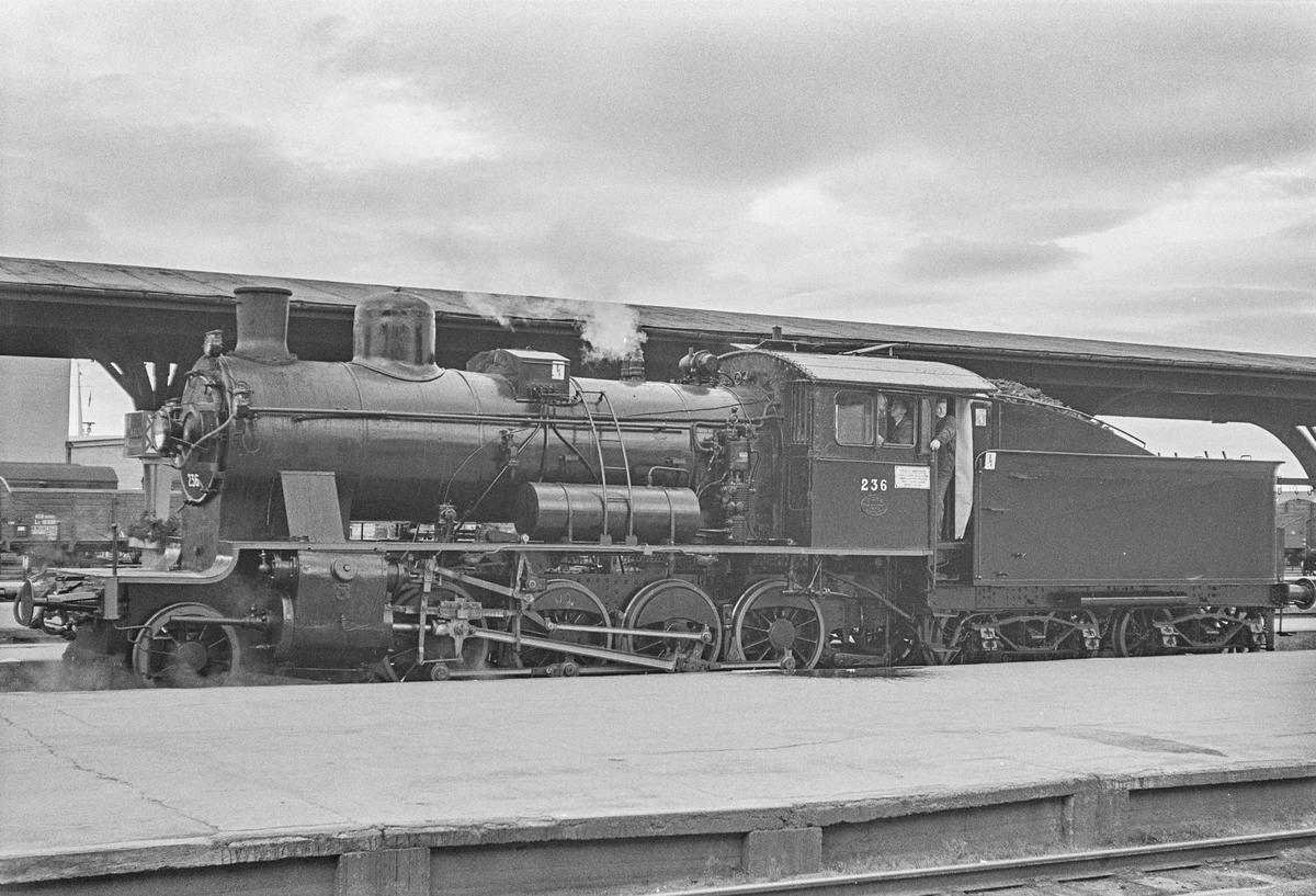 Damplokomotiv type 24b nr. 236 på prøvetur etter hovedrevisjon på NSBs verksted på Marienborg ved Trondheim.