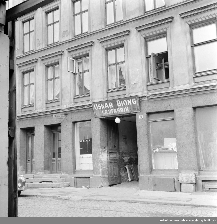 Rødfyllgata. Utsnitt av Rødfyllgata 31 som bystyret har vedtatt å betale 1,9 mill. kroner for. Eksteriører. Juni 1958